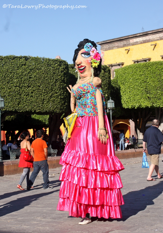 Some of the puppets seen during Carnaval aren't so little.  'Mojigangas' are a common sight around San Miguel de Allende.  This lovely lady is all dressed up for Carnaval. Good luck trying to reach her head to smash a 'cascaron'....