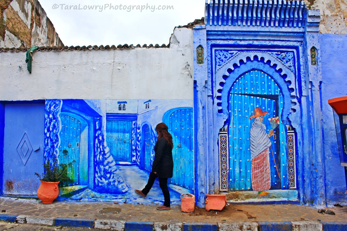 Why so blue the pretty town of chefchaouen morocco for Airbrushing mural
